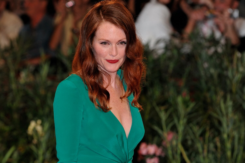 Julianne Moore choosing color for olive skin lifestylemajor